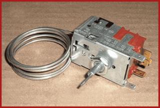 El termostato es el componente de un sistema de refrigeración que abre o cierra un circuito eléctrico en función de la temperatura
