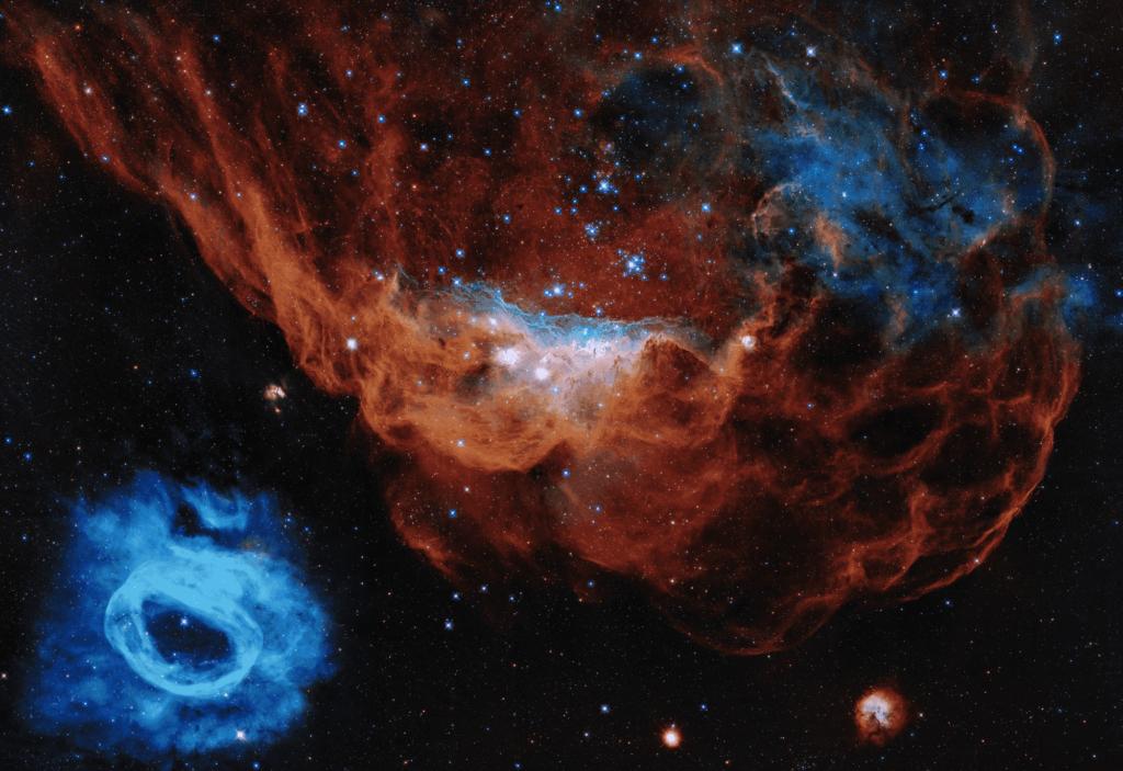 Hubble, la nebulosa roja gigante NGC 2014 y su vecina azul NGC 2020